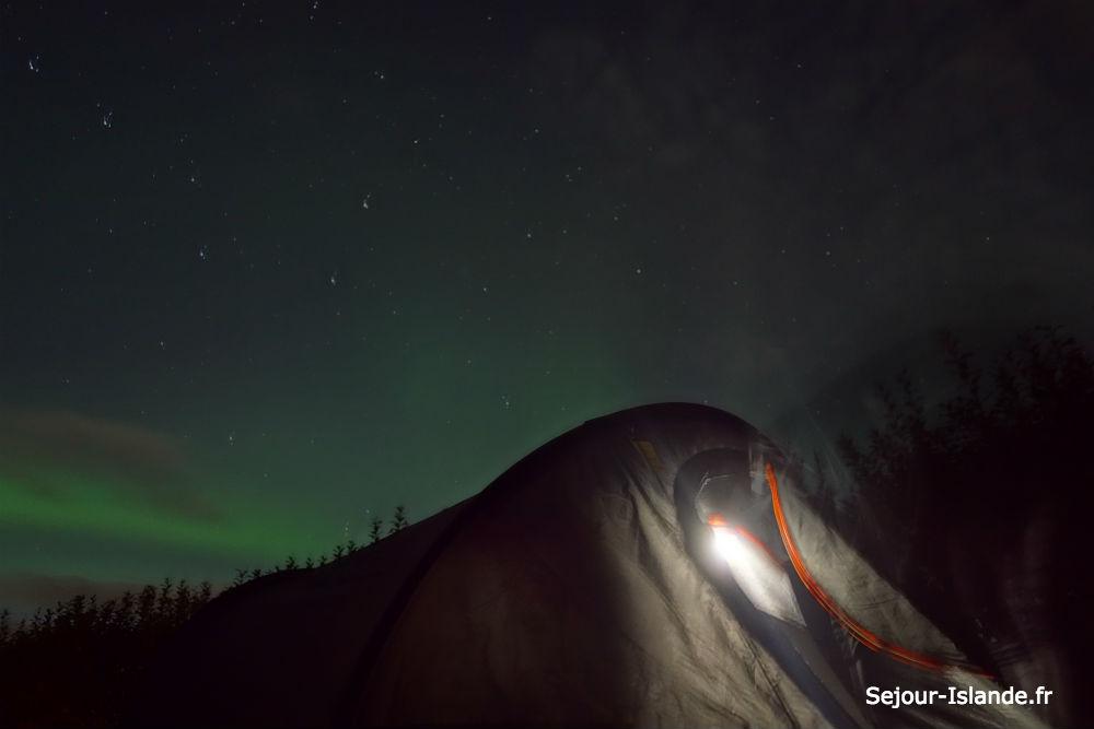 Camper en Islande et voir des aurores boréales